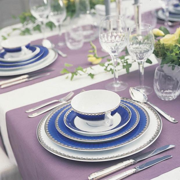 Piękna porcelana - serwis obiadowy w królewskim stylu