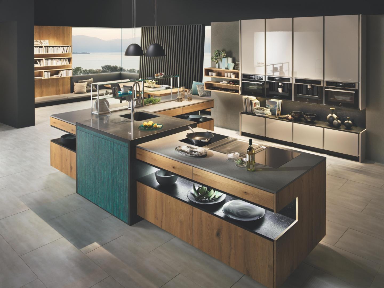 Kuchnia Scala marki Dan Kuchen to efektowne połączenie lakierowanych frontów w połysku i elementów drewna w naturalnym kolorze. Dystrybutor - Studio Prostych Form.