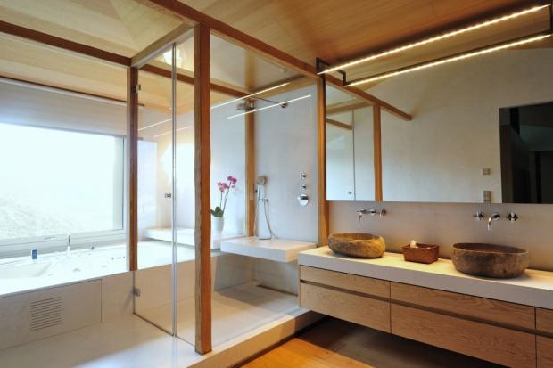 Łazienka wykończona w naturalnych materiałach
