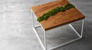 Na polskim rynku debiutuje nowa marka oferująca wykonane ręcznie stoły oraz stoliki kawowe, głównie z naturalnych materiałów i surowców - drewno, żywica oraz mech.