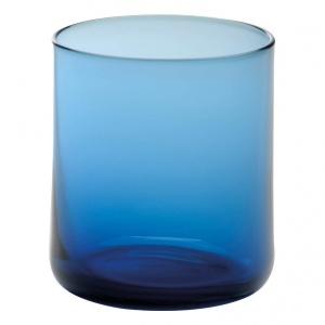 """Komplet 6 szklanek """"Kalina Blue"""", Ø 7.5, wys. 8.5 cm. Proste i wyrafinowane o intensywnej barwie lazuru. Połączenie skandynawskiej prostoty i designu rodem ze słonecznej Italii wniesie do aranżacji światło i pozytywną energię. Cena: 99 zł, fot. Westwing.pl"""