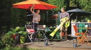 Aby przyjemnie spędzić lato w ogrodzie watro pomyśleć o akcesoria, które ochronią nas przed słońcem w czasie upałów.