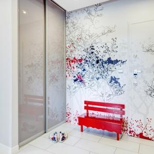 Kolorowy pokój dzienny. Projekt Saje Architekci.  Fot. foto&mohito.