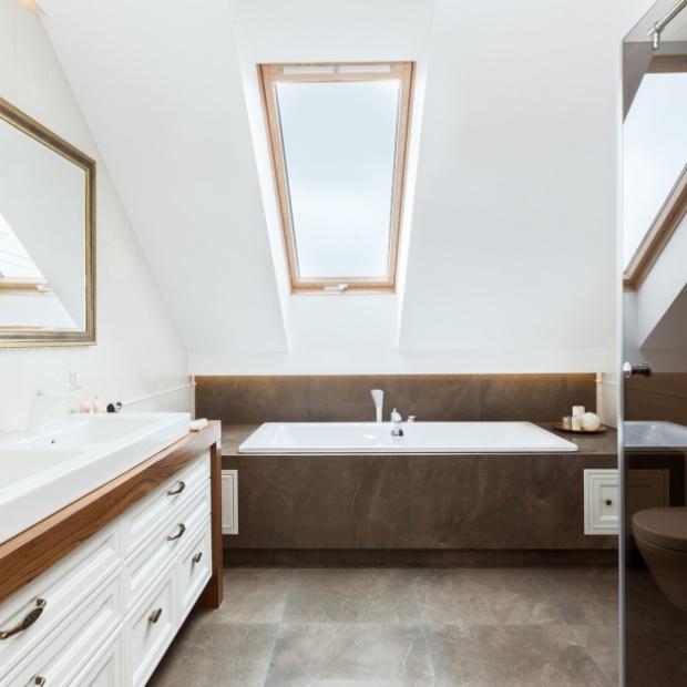 Klasyczna łazienka w kolorach ziemi