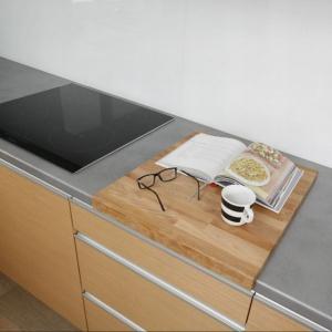 Całość tworzy kuchnię przestronną, jasną i otwartą. Fot. Bartosz Jarosz. Projekt: Beata Kruszyńska.
