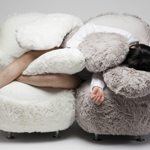 Free Hug Sofa to projekt Lee Eun Kyoung, młodej projektantki z Korei z Korei Południowej. Fot. Lee Eun Kyoung.