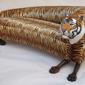 Sofa-tygrys projektu Tappezzeria Rocchetti. Fot. materiały prasowe.