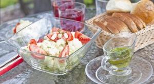 Bez względu na porę roku oraz wystrój kuchni szklane naczynia zawsze są na czasie, praktyczne, modne, podkreślające atrakcyjny wygląd umieszczonych w nich potraw.