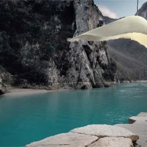 Opływowy Moby Dick, czyli lampa marki Karman wykonana z włókna szklanego. Fot. Heban