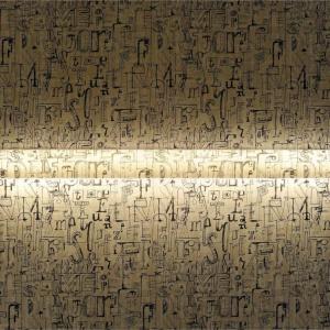 """Ścienna lampa Continua marki Marset wykonana z transparentnego  poliwęglanu. W szczelinę oprawy można wsunąć wybrany """"film"""" dekoracyjny. Fot. Heban"""