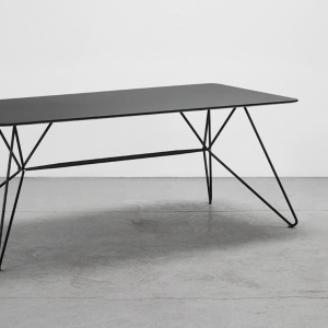 Stół Sketch - projekt dla marki Houe. Fot. archiwum Henrika Pedersena.