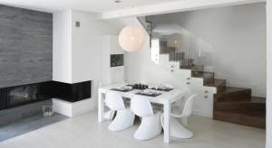 W zależności od własnej koncepcji aranżacji mieszkania jadalnię można urządzić podobnie do innych pomieszczeń lub wprowadzić zupełnie nowy styl, dzięki któremu ta przestrzeń będzie się wyróżniać