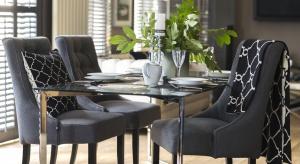 Styl nowojorskich apartamentów przy Park Avenue lub miejskichdomów na Upper West Side to wysublimowane połączenie wzorów klasycznychz uwspółcześnionymi. Nawiązuje do niego najnowsza kolekcja mebli i dodatkówMiloo Home.