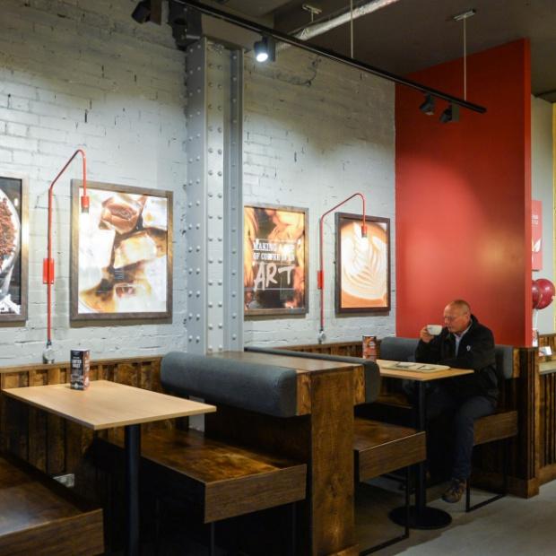 Sieć kawiarni z nowoczesnym designem