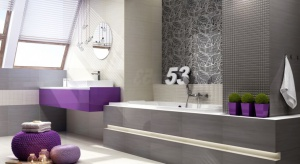 Szarość - podobnie jak biele i czernie - stanowi świetne tło dla różnorodnych barw. Kropla intensywniejszego koloru może ożywić nieco stonowaną aranżację szarej łazienki.
