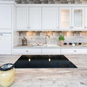 Przykład kuchni rustykalnej - projekt Studio Starimex Max Kuchnie.
