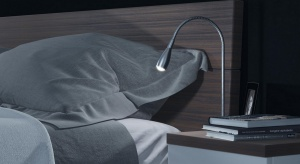 """Szukasz nowoczesnego oświetlenia do sypialni? Poznaj najnowsze rozwiązania, które sprawiają, że nawet nocna szafka staje się """"smart"""". Inteligentna technologia wkracza do sypialni – tego trendu nie można przespać."""
