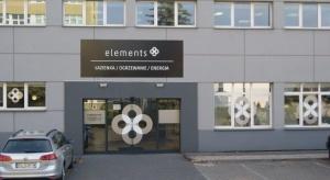 Salon Elements znajduje się przy ul. Papierniczej 5, w sąsiedztwie Urzędu Skarbowego Łódź Widzew. Na powierzchni 340 mkw obejrzysz szeroki wachlarz artykułów wyposażenia łazienek producentów polskich i europejskich.