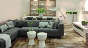 Spękania, postarzenia oraz przetarcia świetnie sprawdzają się zarówno we wnętrzach w ciepłym stylu shabby chic, jak też w surowych przestrzeniach industrialnych.