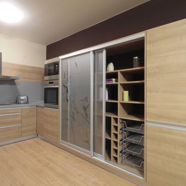 Spiżarnia w małej kuchni - tak ją urządzisz