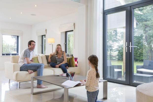 Okna z szybami przeciwsłonecznymi. Zadbaj o komfort w domu