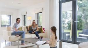 Utrzymanie optymalnej temperatury w domu i miejscu pracy podczas letnich dni jest jednym z najważniejszych czynników, mających wpływ na nasze samopoczucie i zdrowie.