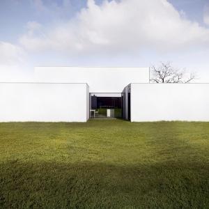 Bryła domu, mimo swej prostoty, jest dynamiczna.