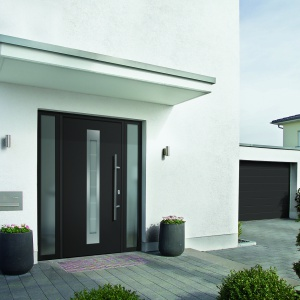 Energooszczędne, zamawiane na wymiar drzwi ThermoPlus firmy Hörmann oferowane są w wielu rozmaitych wzorach, kolorach i rodzajach powierzchni. Fot. Hörmann