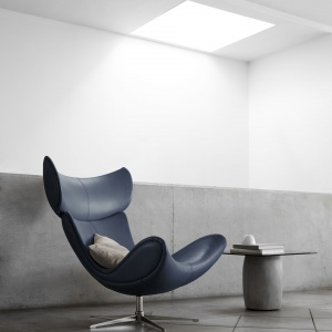 Fotel Imola, produkt dostępny w tkaninach i skórach. Fot. BoConcept.