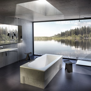 Komfort kąpieli w wannie BOOMERANG  Vayer zapewnia powłoka antybakteryjna z nanosrebra; opcjonalnie wyposażona w system podgrzewania wody Etna; w serii także dopasowane stylistycznie brodziki i umywalki. Od 2.052 zł (wanna bez obudowy). Fot. Vayer