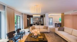 Apartamenty Park Lane to inwestycja mieszkaniowa w zabytkowej części Mokotowa. Dwanaście mieszkań wyposażono urządzenia kuchenne i pralnicze wyróżniające się nowoczesnym designem i najnowszymi rozwiązaniami technologicznymi.