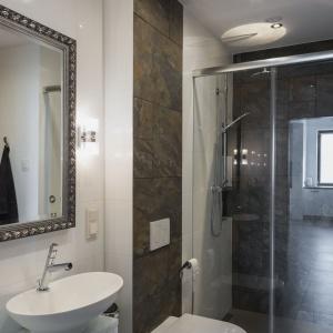 Odporność na korozję pozwala na zastosowanie bez obaw w kabinach prysznicowych. Fot. Pilkington