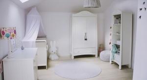 W pomieszczeniu, zajmowanym teraz przez pokój Antosi, wcześniej znajdowała się sypialnia rodziców. Na 20 m2 można było poszaleć z układem mebli i dodatków.