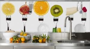 Fototapeta w kuchni cieszy się coraz większą popularnością. Sprawdź jak dzięki niej nadać charakter wnętrzu.