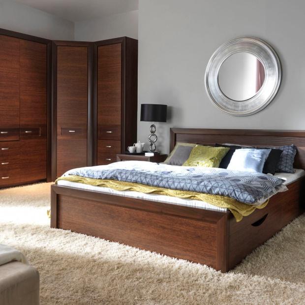 Nowości do sypialni: meble w ciemnym kolorze