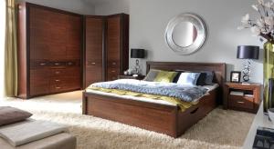 Nowyzestaw mebli do sypialniurzeka szlachetnym odcieniem wybarwienia. Meble w ciemnym kolorze to ponadczasowa elegancja.