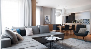 Młoda rodzina, która kupiła ponad stumetrowy apartament zlokalizowanyw pobliżuStarego Miasta w Gdańsku, ceni równowagę. Wybrała dla siebie miejsce, które jest położone blisko historycznych atrakcji miasta, a jednocześnie zapewnia życie z