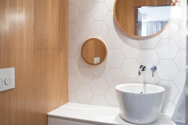 Projekt małej toalety w stylu skandynawskim