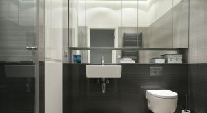 Mała łazienka niekoniecznie musi oznaczać klaustrofobiczną, przytłaczającą przestrzeń. Istnieje wiele trików optycznych, które mogą w znaczącym stopniu powiększyć optycznie wnętrz.