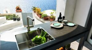 Nowa linia zlewozmywaków Franke BOX pozwala na jeszcze większą swobodę w projektowaniu kuchennej strefy wody. Montaż 3 w 1 umożliwia zainstalowanie jednej komory zlewozmywaka na trzy sposoby.