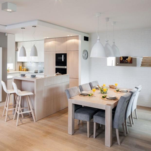 Aranżacja kuchni z jadalnią: zobacz projekt modnego wnętrza