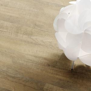 Podłogi winylowe mogą mieć również niezwykle realistyczny wygląd naturalnego drewna – Wineo 600 Chateau Brown. Fot. Wineo