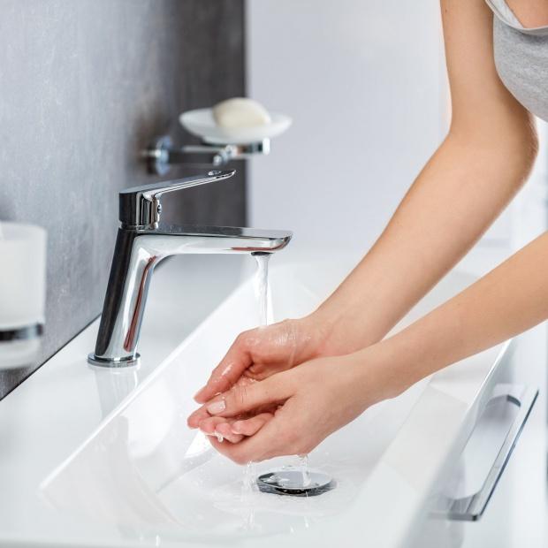 Wyposażenie łazienki: modne i funkcjonalne baterie
