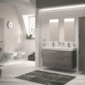 Lekka, miejska seria mebli łazienkowych TRAFFIC marki Koło to propozycja do nowoczesnej łazienki. Modny design połączony z funkcjonalnością. Kolory: biały, platynowy, dąb szary i jesion bielony. 2.057 zł/szafka podumywalkowa, 1.234 zł/szafka wysoka, 1.469 zł/lustro z oświetleniem LED (40cm). Fot. Koło