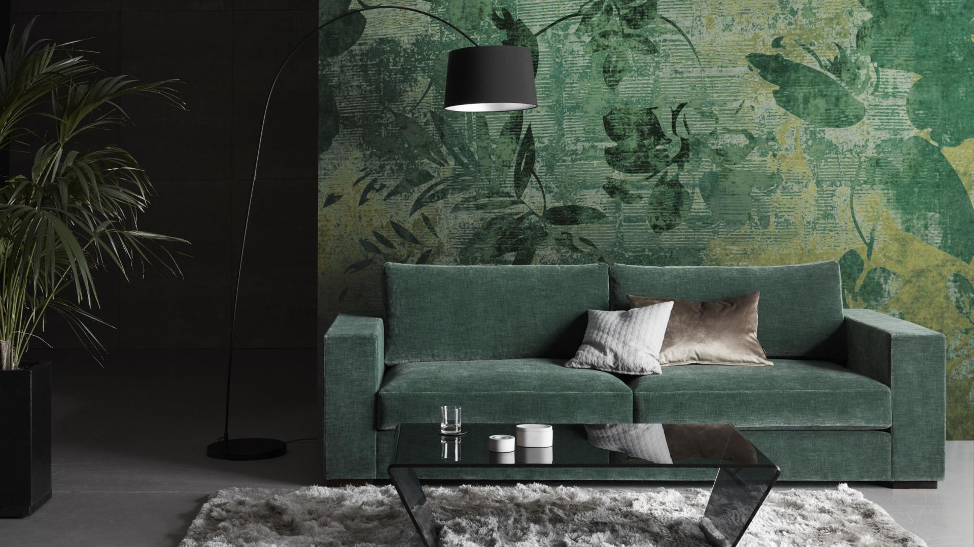 Sofa CENOVA w modnym kolorze leśnej zieleni, która odświeży wygląd salonu. Fot. BoConcept
