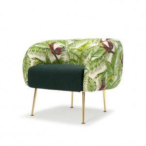Zielony fotel ALLIE BAMBOO z egzotycznym wzorem na złotych nóżkach. Na zamówieni. Fot. Sofa Company