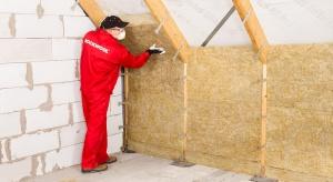 W Polsce w domach jednorodzinnych najczęściej występują dachy skośne, pod którymi często znajduje się dodatkowa powierzchnia użytkowa. Dlatego dach powinien być odpowiednio zaizolowany.