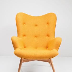 Trudno się zdecydować co robi większe wrażeni – forma czy kolor oryginalnego fotela ANGELS WINGS YELLOW. 2.790 zł. Fot. Kare Design