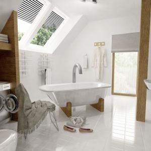 W łazience nie zabrakło miejsca na pralkę i niewielki kącik do przechowywania. Projekt: arch. Maja Klimowicz, Fot. Archeco Dom dla Ciebie