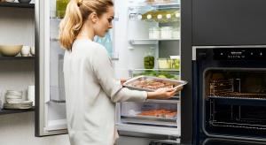 W kuchni, szczególnie tej niewielkiej, liczy się każdy centymetr. Aby radości z gotowania nie ograniczał brak miejsca, warto wybierać sprzęty AGD, które idealnie sprawdzą się nawet w przypadku małych metraży.